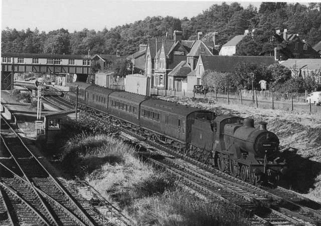 Train at Broadstone Station mono.jpg
